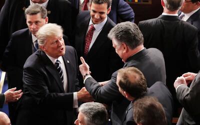 El presidente Donald Trump y el congresista Peter King coinciden en una...