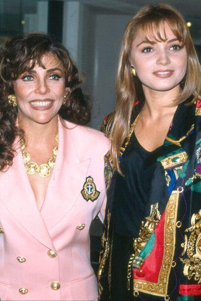 Verónica Castro y Angélica Rivera, en aquél entonces cuñadas, juntas en...