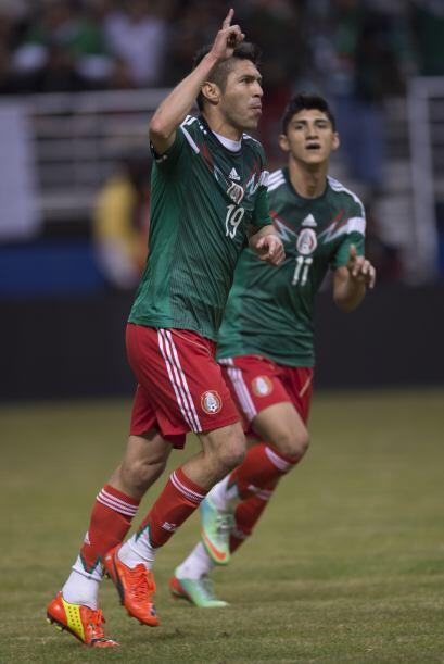 Oribe volvió a levantar la mano para marcar con la playera de México y h...
