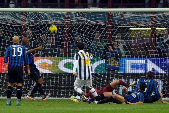 Mirko Vucinic puso el 1 a 0 a favor de la 'Juve', en un partido jugado e...