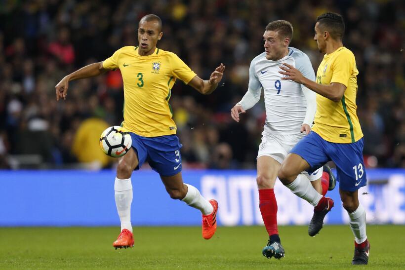 Inglaterra y Brasil empatan sin goles en Wembley gettyimages-874217032.jpg