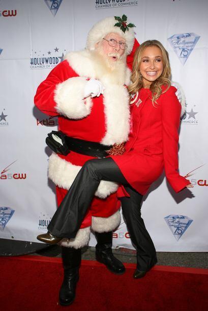 ¡No, Hayden! ¿Qué le haces al pobre Santa? Mira aquí lo último en chismes.