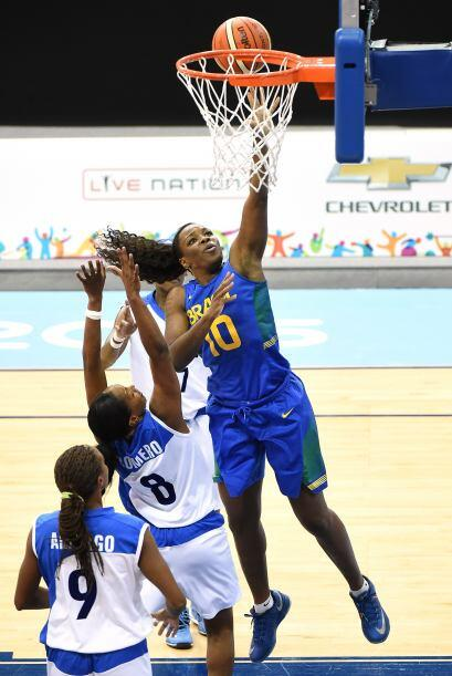 Taina Paixao sumó 16 puntos por la selección brasileña, que no pudo repe...