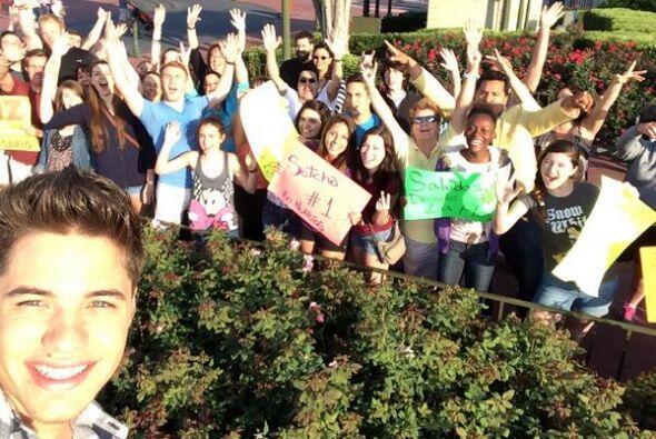 """""""Con nuestro público aquí en @WaltDisneyWorld #selfie #DA17Aniversario"""",..."""