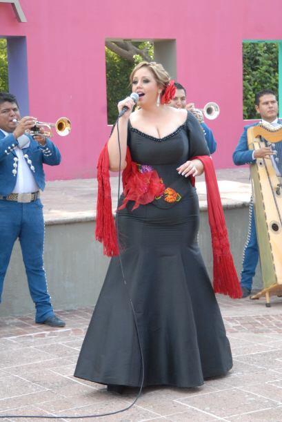 Alejandra Orozco llegó a cantarle a los novios, ¡y recién la fiesta come...