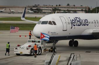El avión cuando se preparaba para volar a Santa Clara este mi&eac...