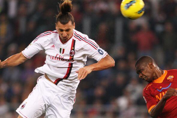 Zlatan Ibrahimovic puso la cabeza para abrir el marcador a los 16' del p...