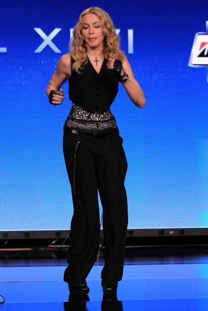 La cantante dejó a todos sorprendidos con sus movimientos de cadera.