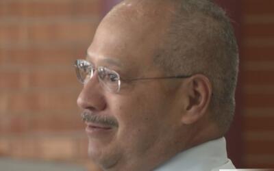 Este padre aún llora el fallecimiento de su hijo en el atentado contra v...