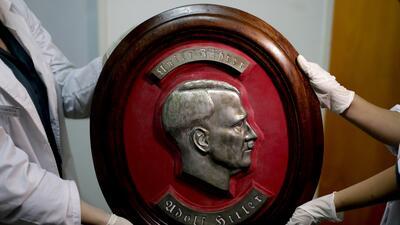 La colección de objetos nazis hallada en una habitación oculta de una casa en Buenos Aires