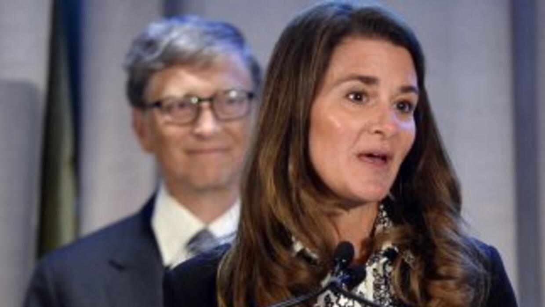 Bill y Melinda Gates anunciaron una donación para el combate al ébola.