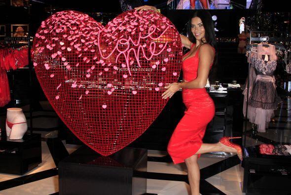 La modelo brasileña también dio algunos tips para este día lleno de amor.