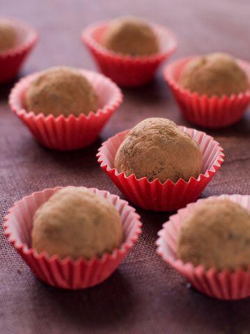 Preparación:  Derrite el chocolate a Baño María, repite el mismo proceso...
