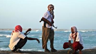 Jefe pirata somalí se compara con Robin Hood y acusó a Europa de saquear...