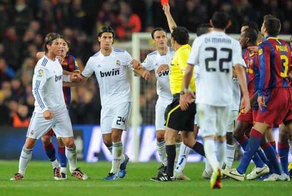 Pero quien terminó ganándose la expulsión fue Sergio Ramos.