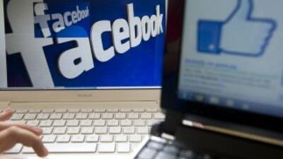Alrededor de 600 millones de usuarios se conectan a Facebookl mediante u...