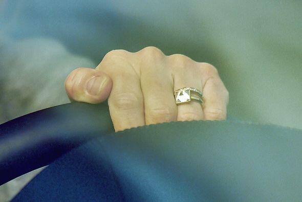 Y la tremenda joyota en el dedo de Cameron.