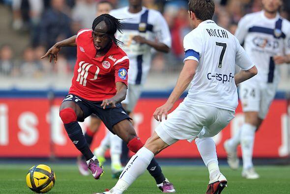 El delantero del Lille comandó la goleada de su club ante el Arles-Avignon.