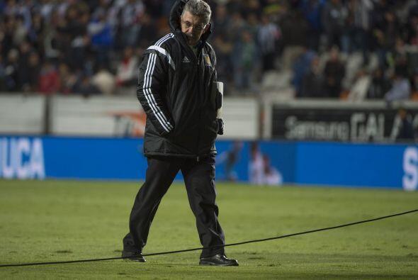 El entrenador de la UANL, Ricardo Ferretti, abandonó la cancha del Estad...