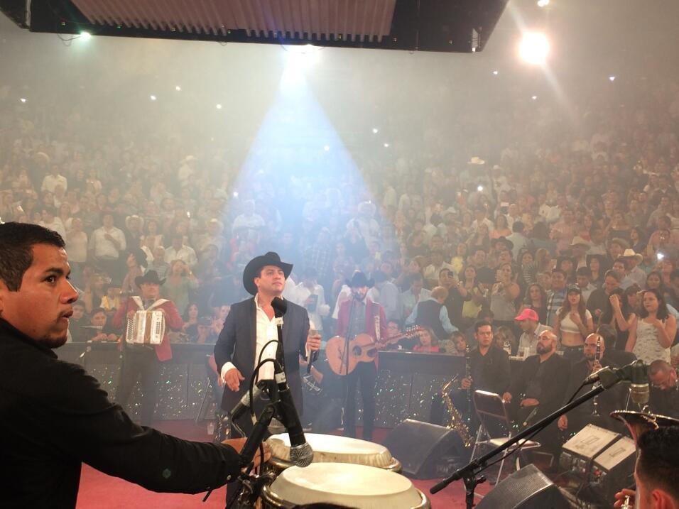 Julión cantando