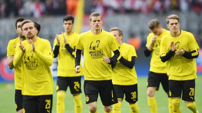 Borussia Dortmund le rinde homenaje a Marc Bartra GettyImages-667700424.jpg