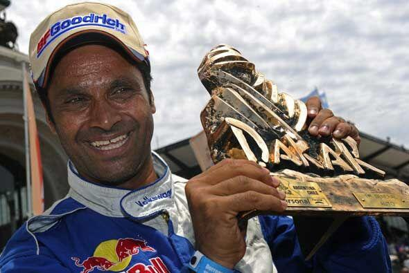 El trofeo del Dakar 2011 se lo llevó Al Attiyah para su colección, a la...