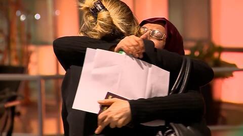 Una abuela iraní consigue llegar a EEUU para el nacimiento de su nieto t...