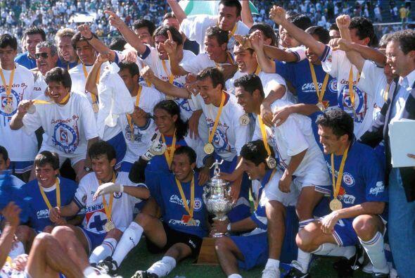 Cruz Azul se consagró campeón al derrotar 2-1 en el marcador global al p...