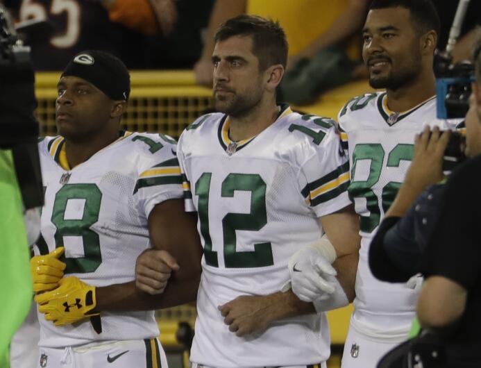 Aaron Rodgers llamó a la unidad: Público y jugadores le respondieron ap-...