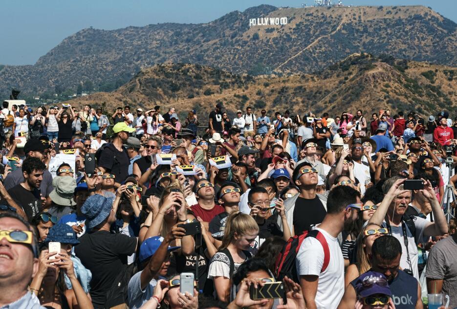 En fotos: Así se vivió el eclipse solar del sur al norte de California A...