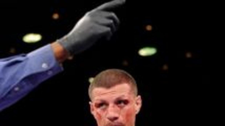Karass derrotó por ncaut técnico en cinco rounds a González.