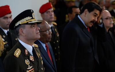 A la izquierda, el ministro de la Defensa de Venezuela, Vladimir Padrino...