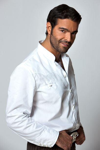 Pablo Montero interpreta a Cruz, el jardinero de la familia Sandoval. Es...