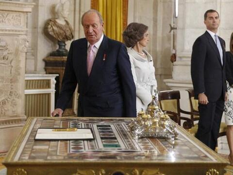 El  Rey   Juan   Carlos , en presencia de la Reina Sofía y los Pr...
