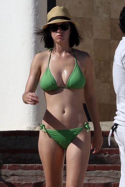 3. Katy Perry Con esos escotazos, la cantante nos tiene a sus pies.  Vot...