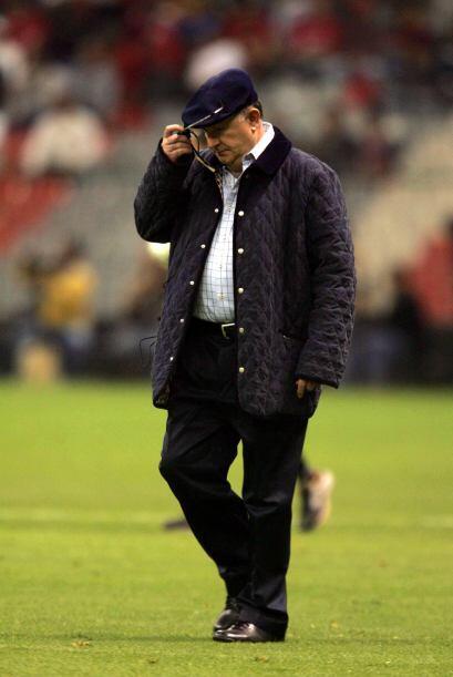 La segunda vez que dirigió al equipo fue para relevar a Víctor Manuel Ag...