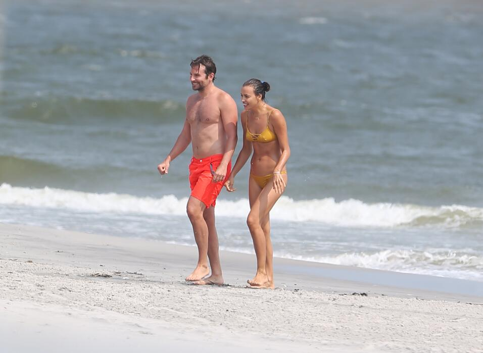 Irina Shayk ya conoce a la madre de Bradley Cooper TID_BCAISE150906_05.JPG