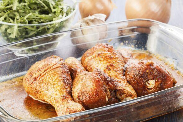Asado y marinado. Luego de asar el pollo hasta que se dore, haz una mari...