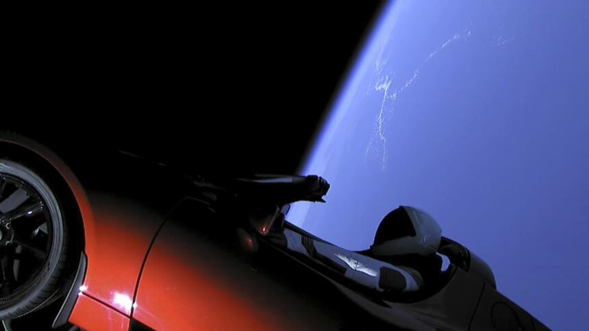 Esta imagen tomada de un video proporcionado por Space X muestra al vehí...