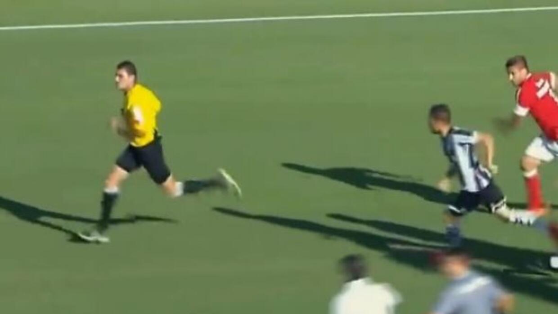 Los futbolistas del Figueirense trataron de agredir al central tras fina...
