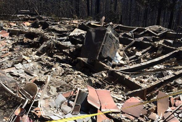 Estructuras han sido reducidas a escombros y las perídidas se cuentan po...