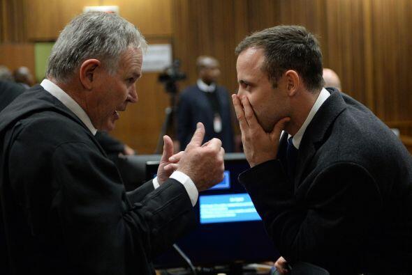 Pistorius se negó a mirar y la defensa cuestionó su uso.