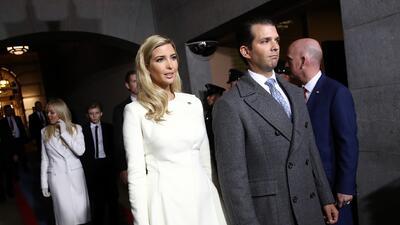 Ivanka y Donald Trump Jr. durante el acto de asunción de su padre el 20...