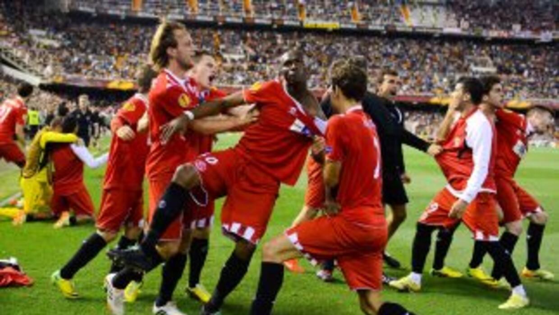 Mbia enfrió a todo Mestalla, claro, excepto a todo el plantel del Sevill...