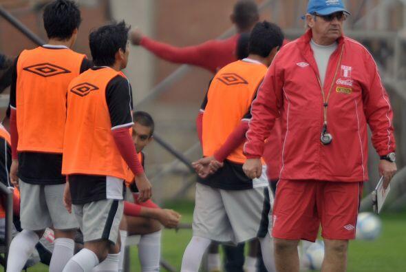 Se sabe de la calidad de los peruanos pero por ahora el buen fútbol no a...