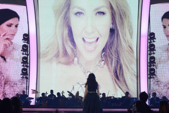 """Laura interpretó su nuevo hit """"Sino a ti"""", a dueto con Thalía."""