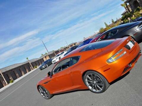 Los nuevos super autos de la ASton Martin en el Autódromo de Spri...