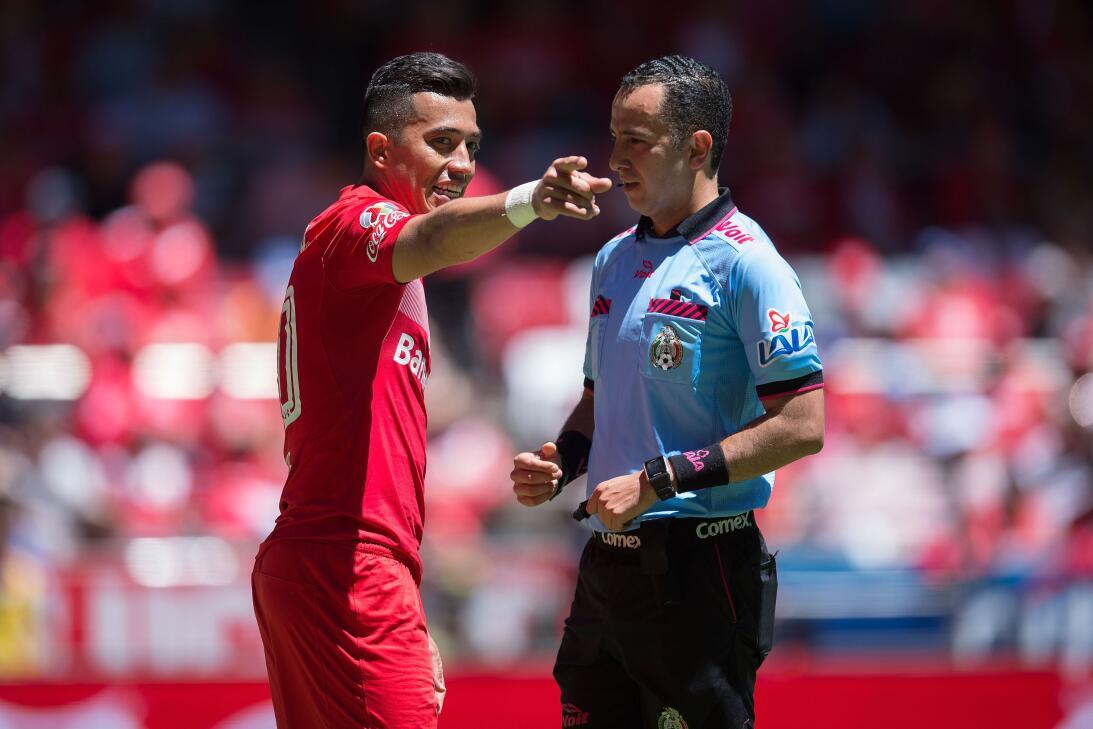 El Diablo es más líder que nunca Fernando Uribe Toluca y Arbitro Eduardo...