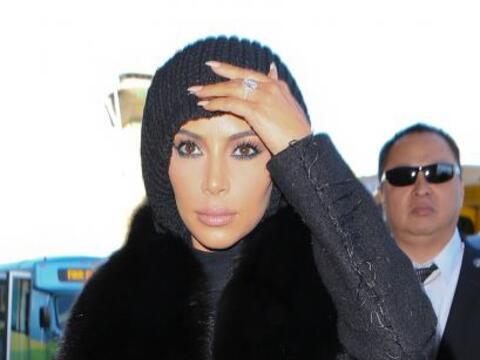 Cuando vimos a Kim Kardashian tan misteriosa en el aeropuerto sab&iacute...