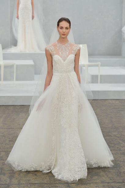 Aquí los mejores modelos del diseñador Monique Lhuillier.